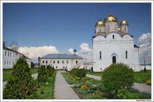 Трапезная церковь и Рождественский собор