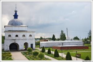 Надвратная церковь Преображения Господня