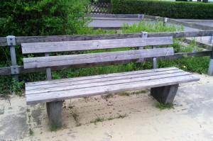 Скамейка на десткой площадке