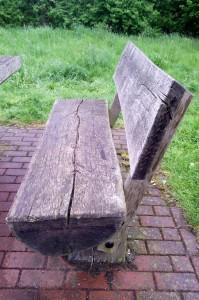 Скамейка на заправке